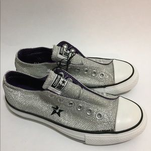 Converse All-Star tennis. Silver.5.5. New.